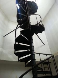 Spiral staircase to the Southeastern tower... Vertigo!