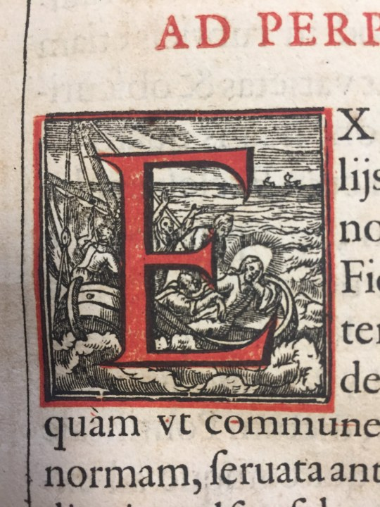 Historiated initial from:Title page from Pontificale Romanum Clementis VIII (1627)